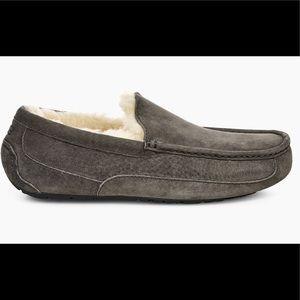 UGG Men's Ascot Slipper, Charcoal, Size 10